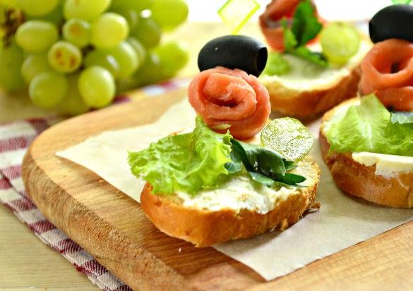 С лососем и маслинами