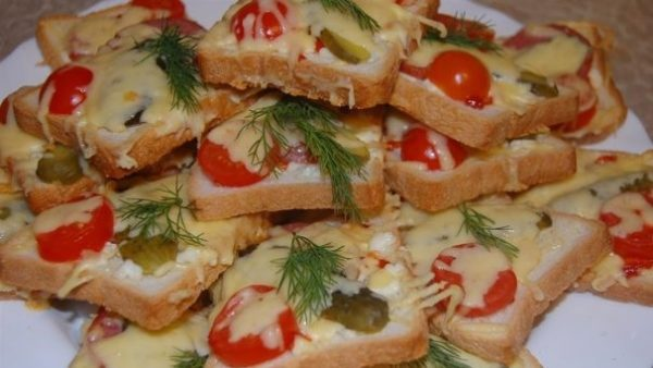 С сыром и колбасой