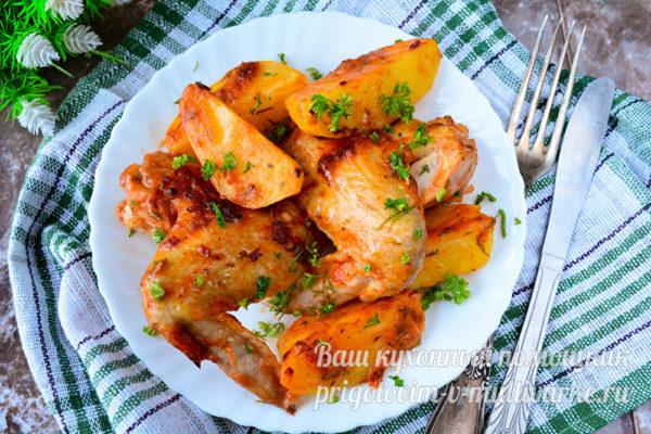 запеченные крылышки с картофелем