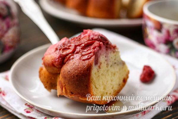 кусочек пирога на блюде
