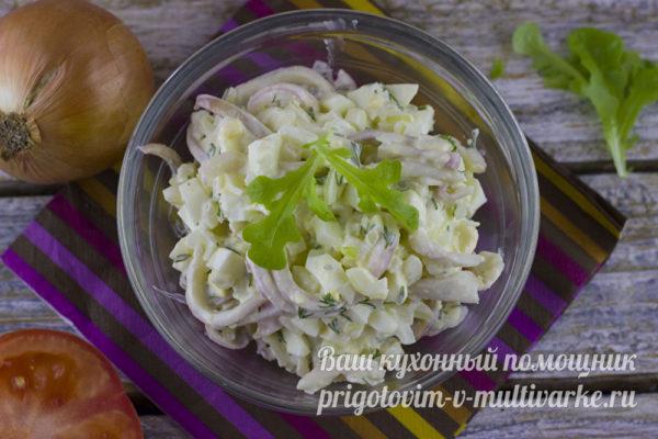 простой салат с кальмаров