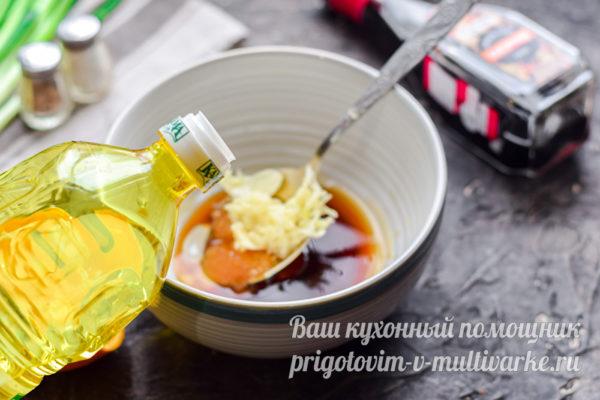 влить масло