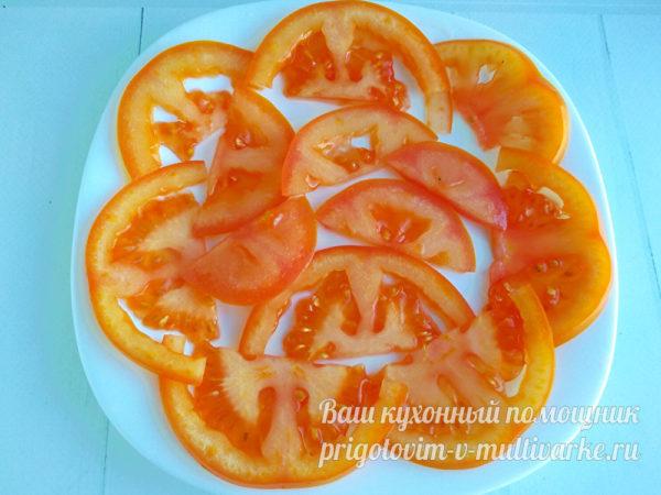 вылодить томаты на блюдо