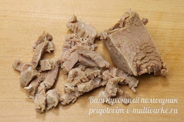 мясо отварить и нарезать