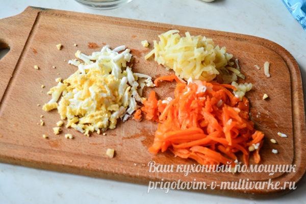 морковь, яйца и картофель отварить и натереть на терке