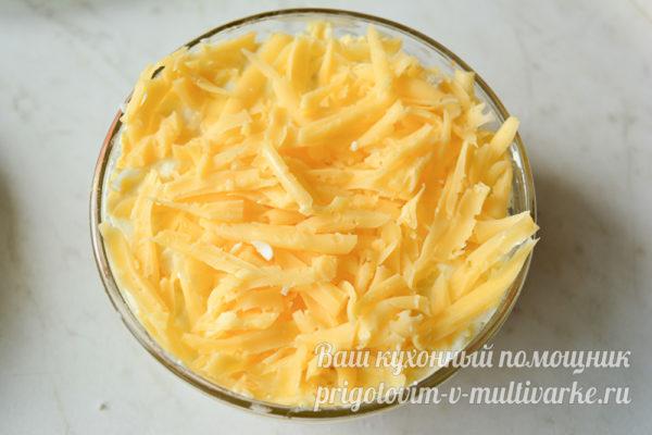 слой тертого твердого сыра