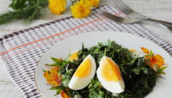 Салат из одуванчиков с крапивой