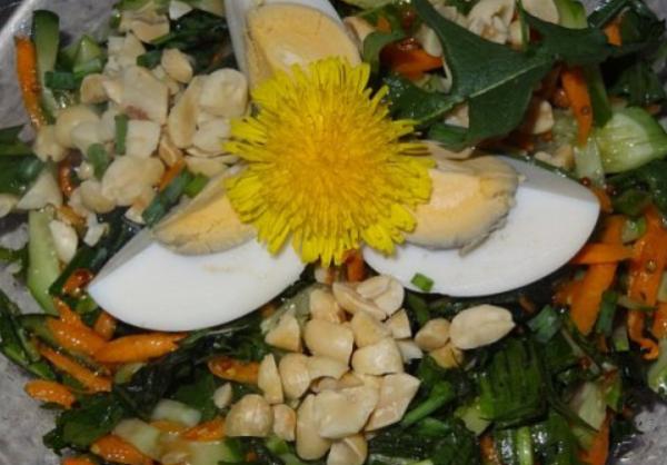 Салат из одуванчиков с китайской ноткой