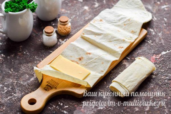 завернуть сыр в лаваш