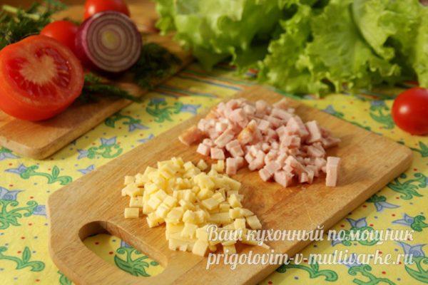 нарезать сыр и ветчину
