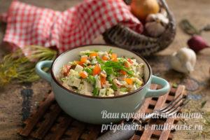 салат Машенька с крабовыми палочками и копченой курицей