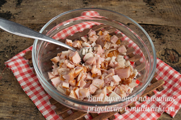нарезать куриное мясо