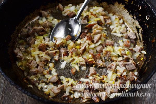мясо с луком обжарить