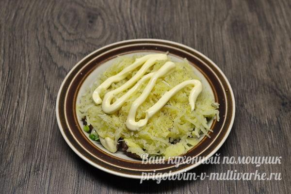 слой картофеля смазываем майонезом