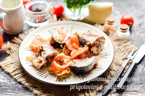 ароматная скумбрия в духовке с морковью и луком