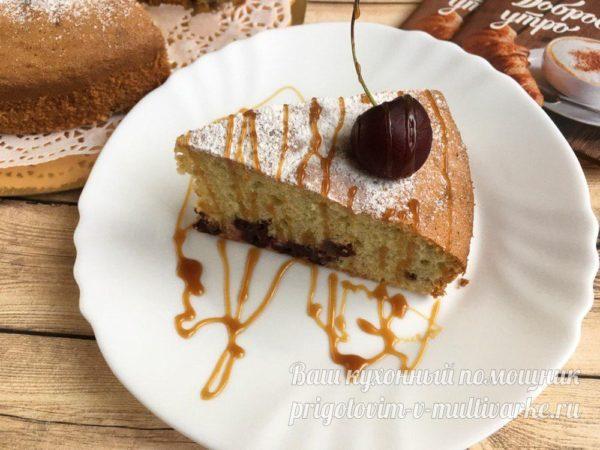 кусок пирога с вишней