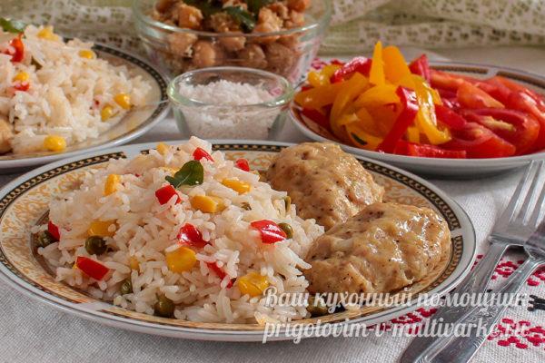 рис с овощи и котлетами