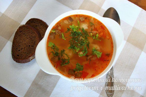 аппетитный суп с грибами и помидорами