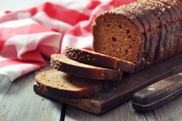 Нарезка черного хлеба