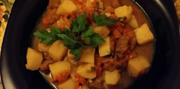 Тушеная картошка с мясом в мультиварке - подборка пошаговых рецептов с фото | Картофель с мясом в мультиварке