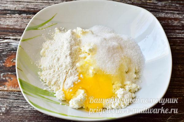творог, яйца и сахар
