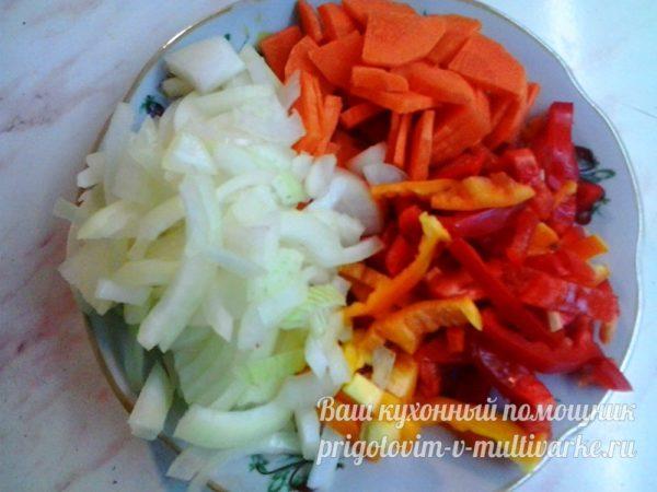 нашинкуйте овощи