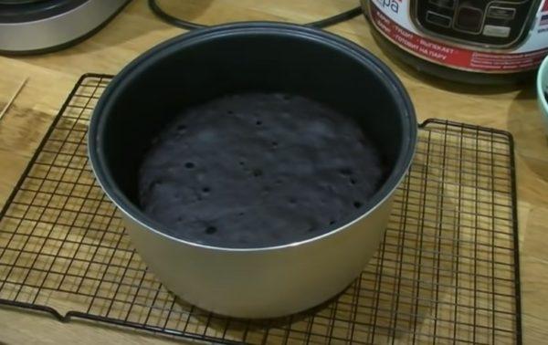 готовый пирог в чаше