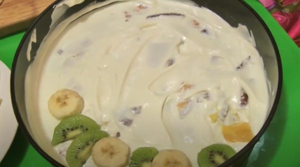 выкладываем слои торта