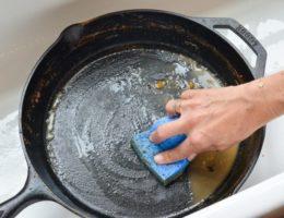 очистить сковородки от нагара