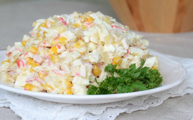 Самые вкусные салаты с крабовыми палочкам