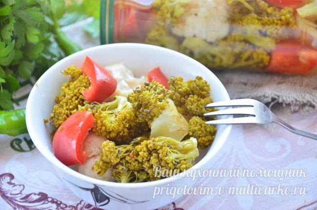 Ассорти из овощей в миске