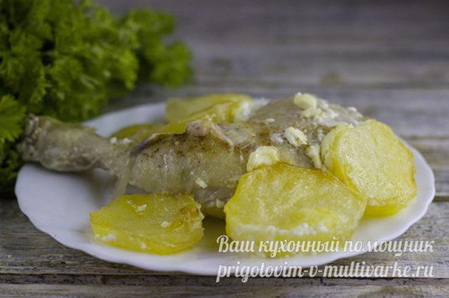 Картошка с курицей в духовке с майонезом и чесноком