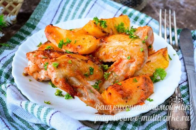 Куриные крылья с картошкой